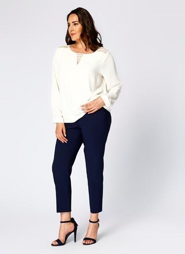 Ekol Ekol 24112703 Uzun Kollu Kayık Yaka Dantel Detaylı Kadın Bluz Ekru